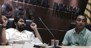 Muzakir Manaf (kiri) dan bersama anggota DPRA Fraksi Partai Aceh, Dahlan SIP ( Waspada/ Aldin NL)