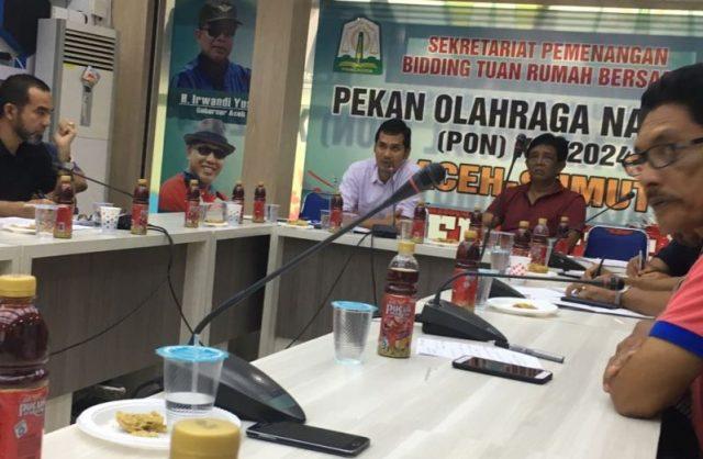 Suasana rapat di kantor Sekber Pemenangan Bidding PON XXI, di Banda Aceh, Minggu (25/2). (Foto/Aldin Nl)