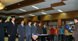 Gubernur Aceh, Irwndi Yusuf, ketika melantik manajemen Badan Pengusahaan Kawasan Sabang (BPKS) yang baru, Kamis (22/3/2018). (Foto/Ich)