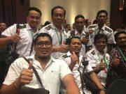 Kadispora Aceh bersama staf foto bersama sesaat diumumkan bidding PON XXI dimenangkan Aceh-Sumut, Selasa (24/4/2018). (Foto/Aldin NL)