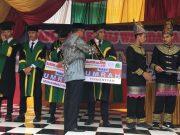 Santri RIAB yang hafal qur'an 30 juz mendapat hadiah tiket umroh dari yayasan. (Foto/Aldin NL)
