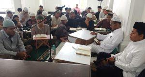 Ujian kelulusan Tahfiz 30 Juzz, Muhammad Kholil, di Mahad Assunah. (Foto/Hendro SK)