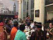 Ketum KONI Sumut Jhon Ismadi Lubis bersama pengurus KONI pendukung Aceh-Sumut di Hotel Bidakara Jaksel, Senin (23/4/2024) (Foto/Aldin NL)