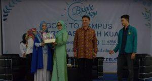 Wakil Ketua PKK Aceh, Dyah Erti Idawati, membuka Wardah Bright Day Goes To Campus di Gedung FKIP Universitas Syiah Kuala, Banda Aceh, (11/4/2018). (Foto/Ist)