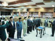 Wakil Gubernur Aceh Nova Iriansyah melantik sembilan pejabat eselon II dilingkungan Pemerintah Aceh, Senin (16/4/2018). (Foto/Dani Randi).