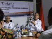 Wakil Gubernur Aceh, Nova Iriansyah, mengikuti rapat bersama Desk Penanganan Pengungsi dan Pencari Suaka Kementerian Koordinator Politik Hukum dan HAM (Kemenkopolhukam) di Kantor Imigrasi Kelas II A, Langsa, Rabu 11 April 2018. (Foto/Humas)