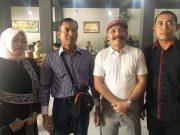 Ketua Harian DPA Partai Aceh, Sarjani Abdullah, didampingi pengurus lainnya Dahlan, SIP, Hj Aisyah Ismail Daud dan Jubir Jamaika (Foto/Aldin NL)