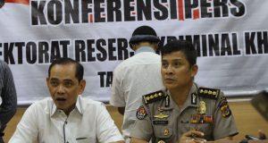 Direktur Reserse Kriminal Khusus (Direskrimsus) Polda Aceh Kombes Pol Erwin Zadma, didampingi Kepala Bidang Humas Polda Aceh Kombes Pol Misbahul Munauwar. (Foto/Ist)