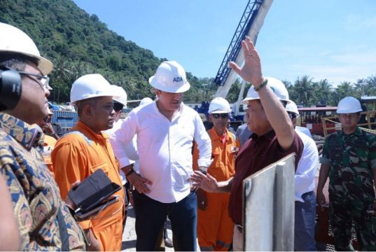 Gubernur Aceh, Irwandi Yusuf bersama rombongan dari perusahaan Hitay Holding Turki meninjau Pembangunan Geothermal Gunung Berapi Jaboi Sabang, Sabang, Selasa (3/18/2018).