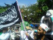 Massa yang melakukan aksi di kantor DPRA di Banda Aceh, menolak Pergub Jinayah. (Foto/Aldin NL)