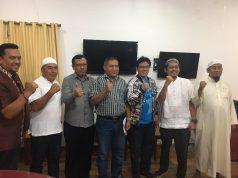 Kadispora Aceh Darmansyah bersama utusan PB Percasi dan Pengprov Percasi Aceh berfoto usai buka puasa bersama di Restoran Banda Seafood, Uleu Lheue Banda Aceh, Kamis malam (24/5/2018). (Foto/Istimewa)