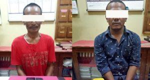 Kedua tersangka bandar narkoba jenis sabu sabu, AJ, baju merah, dan MK, yang diringkus Polres Pidie beserta barang bukti. (Foto/Istimewa)