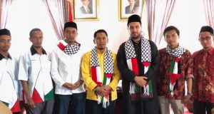 Delegasi Palestina diterima Bupati Bener Meriah, Ahmadi di Radelong, Sabtu (19/5/2018). (Foto/Khairul Ahyar)