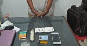 Barang bukti sabu dan tersangka yang diamankan di Bandara SIM Aceh Besar. (Foto/Ist)
