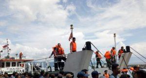 Tim SAR bersiap-siap berlayar ke perairan Danau Toba, untuk mencari para korban KM Sinar Bangun. (Foto/muhamamd al-farizi)