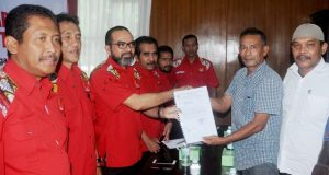 KONI Kota Lhokseume mendaftar ke KONI Aceh sebagai calon tuan rumah PORA 2022 di Sekretariat pendaftaran bidding PORA KONI Aceh di Banda Aceh, Jumat (29/06/2018). (Foto/ Kahar Muzakar)