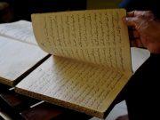 Salah satu salinan Nazam dari tangan Markam Hasan (91) yang merupakan penulis (penyalin) Nazam. Sudah puluhan Nazam yang ia salin. (Foto/Dani Randi)