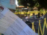 Meski sudah menunjukkan formulir C6 dan e-ktp, warga Medan tetap ditolak memberikan hak suaranya di TPS-4 Ledong Timur, Asahan. (Foto/al-farizi)