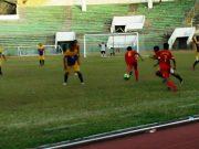 Tim PPLP (kaos merah) kalahkan tim Musi Banyuasin (Muba) (kuning) dengan skor 2-1 di Stadion Harapan Bangsa, Sabtu (21/7/2018. (Foto/Ist)