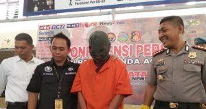 Tersangka peneror bom di Lamprit, Kuta Alam, Banda Aceh, setelag diamankan di Polres Banda Aceh. (Foto/Dani Randi)