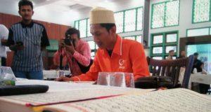 ILUSTRASI. Salah seorang bacaleg sedang mengikuti uji tes baca Al-Quran yang dilaksanakan KIP Aceh, di Asrama Haji Banda Aceh. (Foto/Dani Randi)