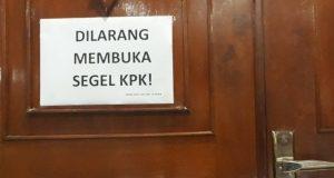 Ruang kerja Gubernur Aceh disegel KPK, usai operasi tangkap tangan (OTT) terhadap Gubernur Irwandi Yusuf. (Foto/dani randi)