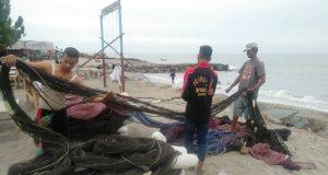 Akibat cuaca buruk, para nelayan di Lhokseumawe sekitarnya terpaksa menggantung jalanya alias tidak melaut, dan kondisi ini menyebabkan harga ikan mengalami kenaikan. (Foto/Zainuddin Abdullah)