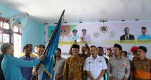 Ketua PWI Aceh Utara – Lhokseumawe periode 2018 – 2021 Sayuti Achmad bersama para pengurus baru, sedang dikukuhkan Ketua PWI Aceh, Tarmilin Usman, Senin (23/7/2018). (Foto/Zainal Abidin)