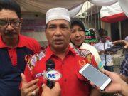 Ketua Harian KONI Aceh, Kamaruddin Abubakar (Abu Razak) didampingi Ketua Pelatda KONI Aceh, Baktiar Hasan, memberi keteranagan pers di KONI Aceh, Selasa (10/07/2018). (Foto/Aldin NL)