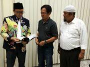 Ketua Umum Pengpov Percasi Aceh, Aldin NL (tengah) didampingi Wakil Ketua Umum, Heru Dwi Suryatmojo (kanan) ketika melakukan pertemuan dengan Menpora, Imam Nahrawi di Jakarta, Rabu (8/8/2018). (Foto/Ist)