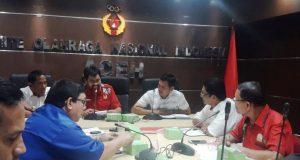 Ketum Umum KONI Aceh, Muzakir Manaf memimpin evaluasi kesiapan PORA 2018 dengan pengurus/pengarah PORA di Aceh Besar , Senin kemarin (Foto/Aldin NL)