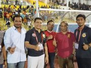 M Zaini Yusuf bersama Ketua Harian KONI Aceh, Kamaruddin Abubakar alias Abu Razak, saat Aceh United kontra Persiraja Banda Aceh baru lalu di stadion Harapan Bangsa. Loeng Raya, Banda Aceh. (Foto/Ist)