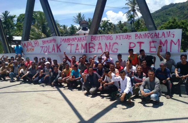 Ratusan warga di Kemukiman Beutong Ateuh, Kecamatan Beutong Ateuh Banggalang, Kabupaten Nagan Raya, Sabtu siang (8/9/2018) menggelar aksi unjukrasa menolak kehadiran sebuah perusahaan tambang emas. (Foto/Dedi Iskandar)
