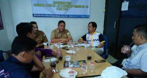 Kepala Dinas Pemuda dan Olahraga (Kadispora) Aceh, Darmansah, didampingi Ketua Pengprov Percasi Aceh, Aldin NL, ketika memberikan konferensi pers di Gedung PWI Aceh, Banda Aceh, Senin (8/10/2018). (Foto/Ist)