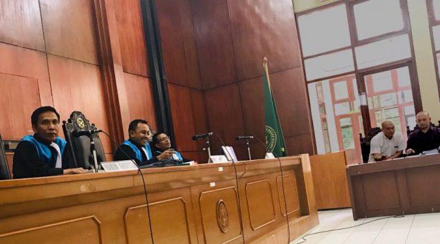 Hakim Ketua PTUN Jakarta, DR Nasrifal, SH, MH, serta dua hakim lain, yakni Joko Setiono, SH, MH dan Sutiyono, SH, MH dalam sidang gugatan Agustiar terhadap KPU RI. (Foto/Ist)