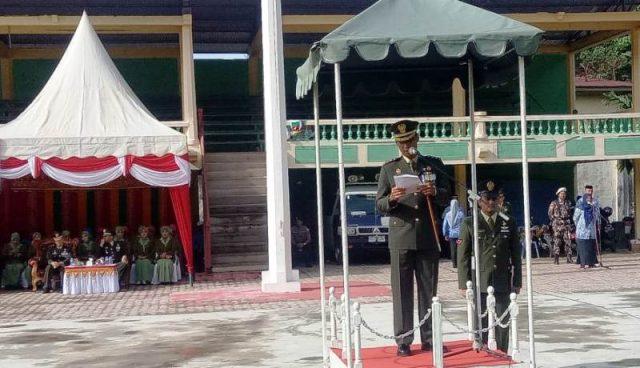 Dandim 0107/Aceh Selatan, Letkol Inf R. Sulistiya Herlambang HB, sebagai Inspektur Upacara pada Peringatan Hari Pahlawan ke-73 di Lapangan Naga, Tapaktuan, Sabtu (10/11/2018). (Foto/Faisal)