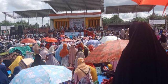 Ribuan jamaah di Nagan Raya antusias mengikuti tausiah dan tabligh Ustadz Abdul Somad yang dilaksanakan di Lapangan Garuda Simpang Peut, Senin (26/11/2018).(Foto/Muji Burrahman)