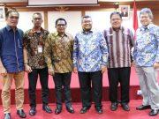 Ketua Ombudsman RI Perwakilan Aceh, Taqwaddin (tengah), bersama Dr Laode Ida, Ilyas Isti, ST, Iskandar, MSi, Prof Adrianus Meliala, Alvin Lie, MSi usai seminar kajian Sistemik Review (SR). (Foto/Zainuddin Abdullah)