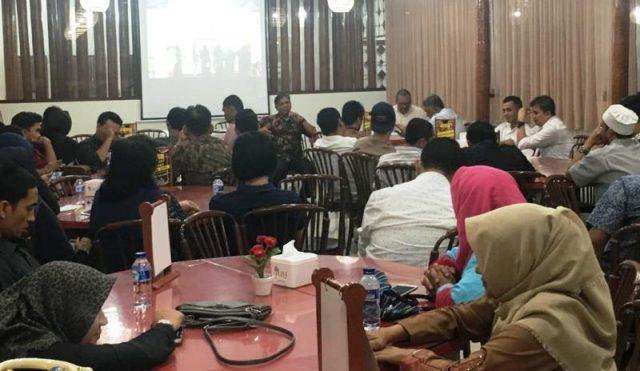 Pertemuan Plt Kadis Kebudayaan dan Pariwisata Aceh, Amiruddin, dengan pengusaha restoran/rumah makan dan kafe di sebuah rumah makan di Banda Aceh, Kamis (29/11/2018). (Foto/Ist)