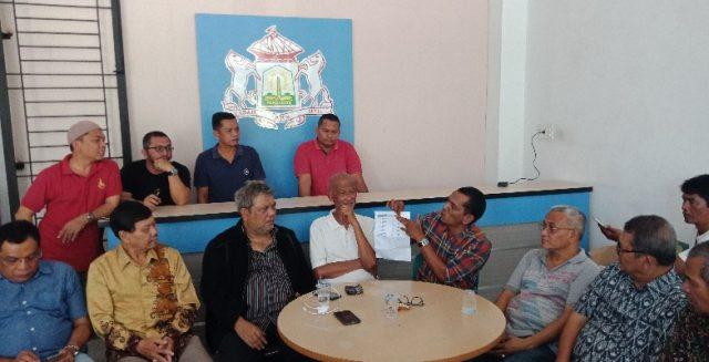 Sejumlah pengurus mengambilalih kantor Kadin Aceh. Mereka menolak pelaksanaan Musprov Kadin, karena dinilai akan dilaksanakan secara sepihak. (Foto/Ist)