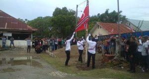 Milad GAM di Gampong Meunasah Manyang, Kemukiman Kandang, Kecamatan Muara Dua, Lhokseumawe, diwarnai pengibaran bendera bintan bulan. (Foto/Ist)