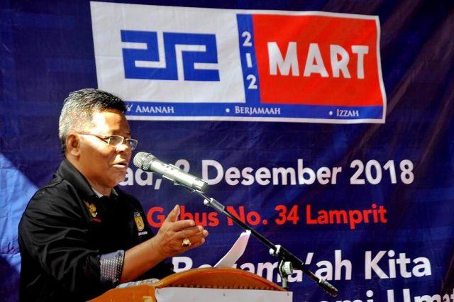 Wali Kota Banda Aceh, Aminullah Usman, ketika meresmikan 212 Mart di Kota Banda Aceh, Minggu (2/12/2018). (Foto/Ist)