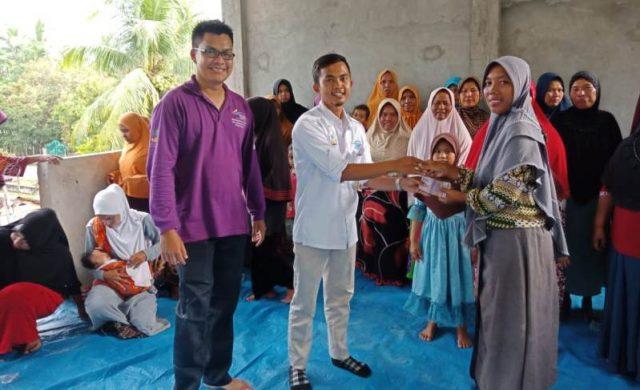 Keluarga penderita jantung bocor menerima manfaat program keluarga harapan (KPM PKH) Nagan Raya, Kamis (6/12/2018). (Foto/Muji Burrahaman)