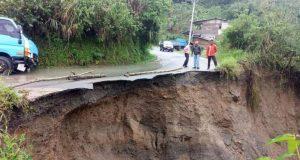 Ruas jalan negara di Aceh Tengah yang mengalami longsor akibat guyuran hujan lebat. (Foto/Ist)