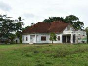 Istana Karang yang berada di pinggir jalan negara Banda Aceh – Medan, Kecamatan Kejuruan Muda, Kabupaten Aceh Tamiang, terkesan tidak terurus lagi. (Foto/Ist)
