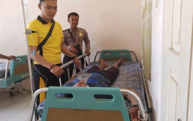 "Tum, pelaku pembacokan terhadap istrinya, masih terbaring di Rumah Sakit SIM Ujung Fatihah Nagan Raya, Jum""at (21/12/2018). (Foto/Muji Burrahman)"