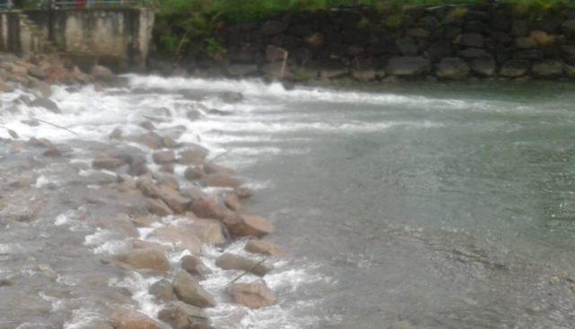 Arus air sungai di Desa Jambo Keupok, Kecamatan Kota Bahagia, Aceh Selatan, (Foto/Ist)
