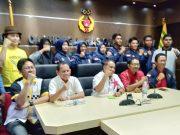 Pengurus KONI Aceh melepas para atlet ke Seleknas dan Pelatnas. (Foto/Ist)