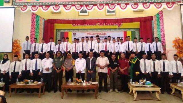 Wakil Ketua KIP Aceh, Ir. Tarmizi, SH, MH, melantik 32 anggota PPK, di Aceh Selatan, (Rabu (2/1/2019). (Foto/Faisal)