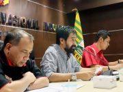 Ketua Umum KONI Aceh, Muzakir Manaf alias Mualem didampingi Ketua Harian Kamaruddin Abubakar dan Sekretaris Umum, M Nasir Syamaun, memimpin rapat koordinasi perdana pengurus baru KONI Aceh. (Foto/Ist)